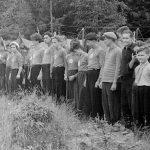 Коля Головчинер: Утренняя линейка в лагере. Коля паервый слева, 1957г.