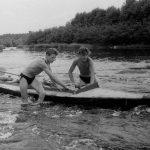 Коля Головчинер: Пороги на Ситне. Экспедиция, 1960г. Крайний слеваг.