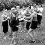 Коля Головчинер: Командир группы поздравляет В.Соколова с днем рождения. Ситня, 1960г.