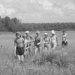 Коля Головчинер: Коля ведет группу вдоль Люты, 1960г.