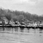Коля Головчинер: Майский поход по Клязьме. Коля в центре, в тельняшке, 1963г.
